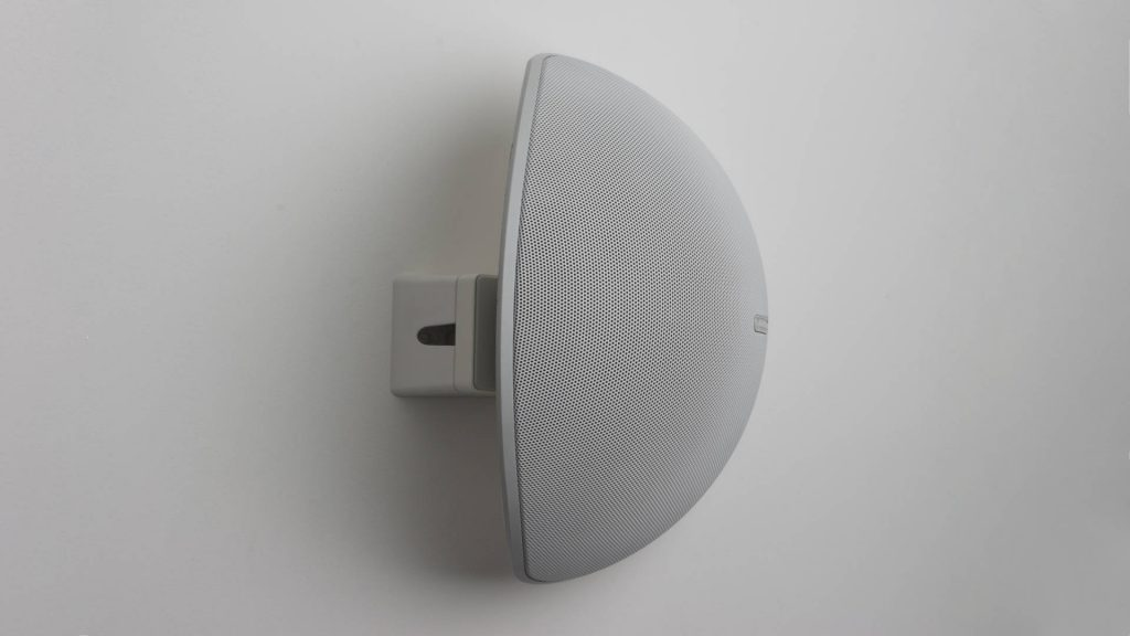 Monitor Audio Vecta V240 mit Wedge an der Wand