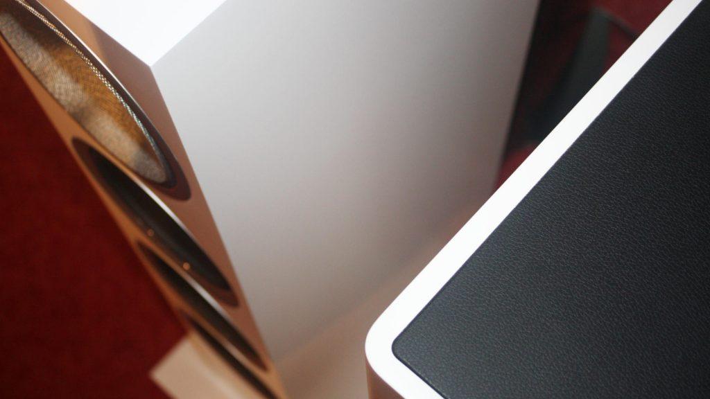 Profilkanten B&W 702 S2 und Monitor Audio Gold 200 im Vergleich